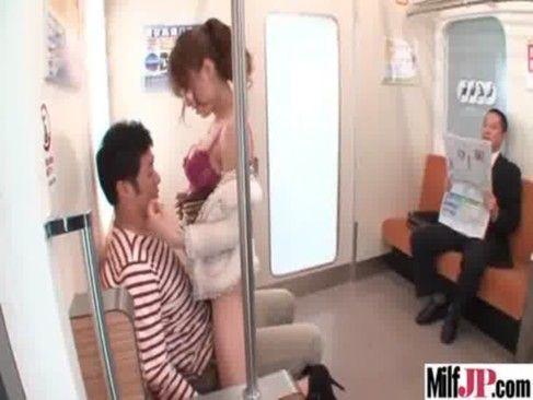 電車の中で痴女られたい!そんな男の夢は実現は難しいのでAVで叶えちゃいましょう(吉沢明歩)