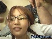 眼鏡っ子JKにフェラ手コキをさせて顔射とか胸熱
