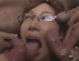 【小島みなみ】美人OLがいっぱいのチ○ポに囲まれ嬉しそうにフェラ【ぶっかけ】