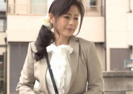 【三浦恵理子】キャリアウーマンの五十路の人妻が痴漢の強姦レイプされるハプニング!五十路の熟女が犯される