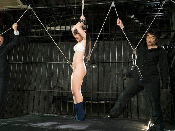 ■【鬼畜アナル】ヤバすぎる!肛門と膣穴に鉄フック掛けられ宙吊り引き裂き!!