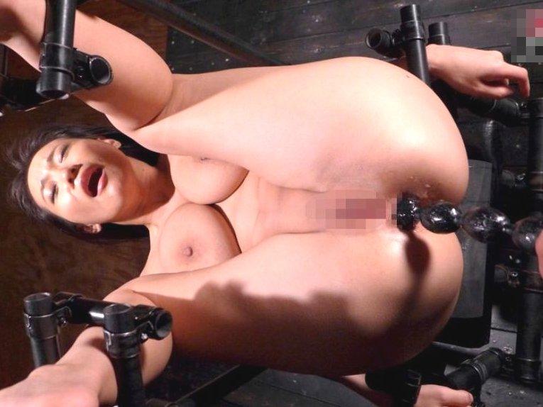 ■【徹 底 陵 辱】身動き出来ない状態でアナル責め立てオシ●コ噴き上げる爆乳美女!!