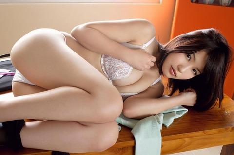 岸明日香 (47)