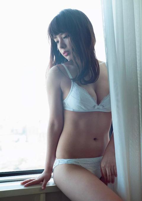 山田菜々 (42)