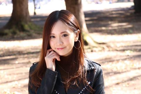 三城千咲 (27)