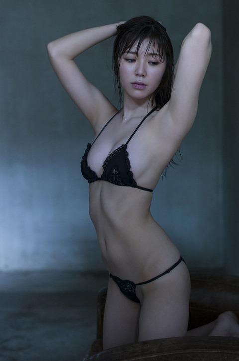金子栞 (40)