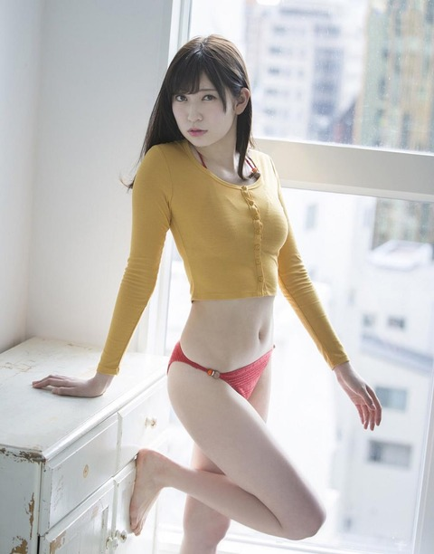 吉田朱里 (27)