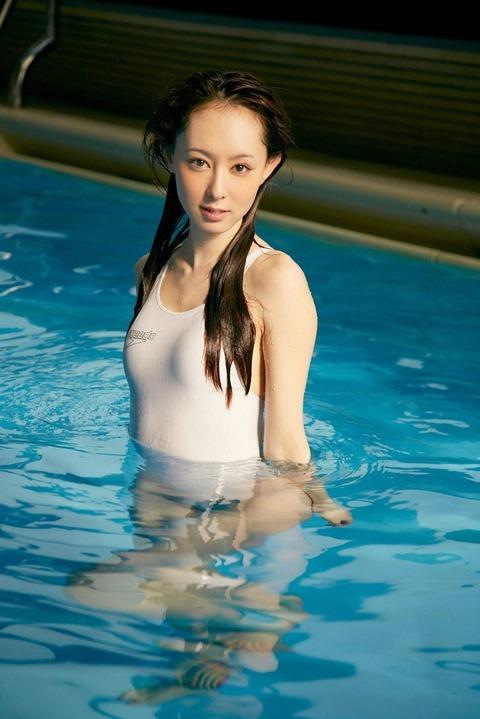 秋山莉奈 (37)