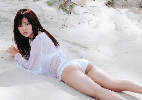 真野恵里菜 (48)