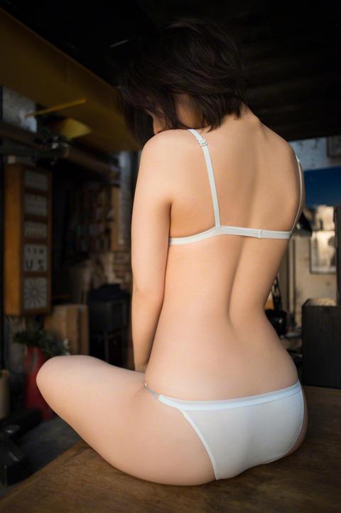 小池里奈 (49)