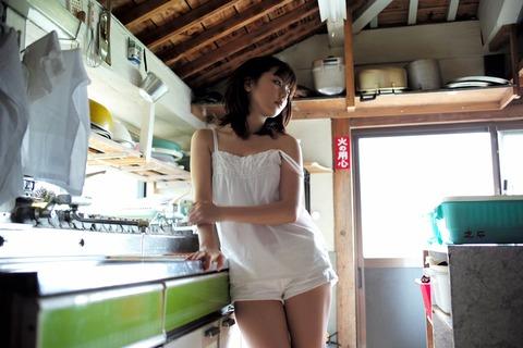 真野恵里菜 (27)