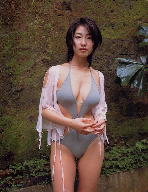 佐藤寛子 (34)