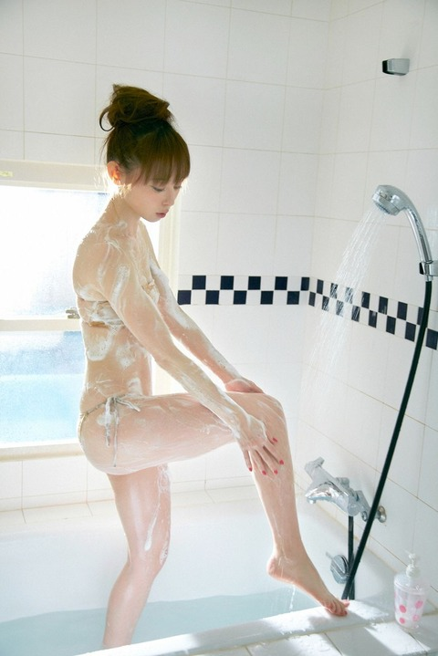 秋山莉奈 (21)