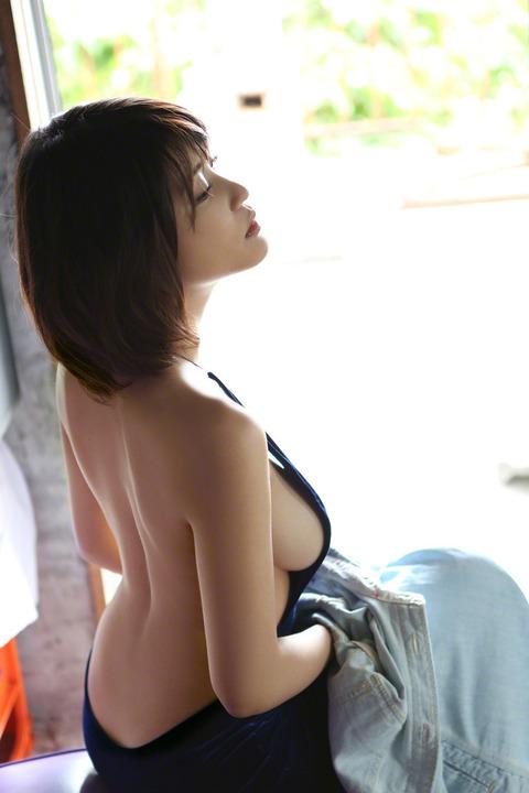 岸明日香 (49)