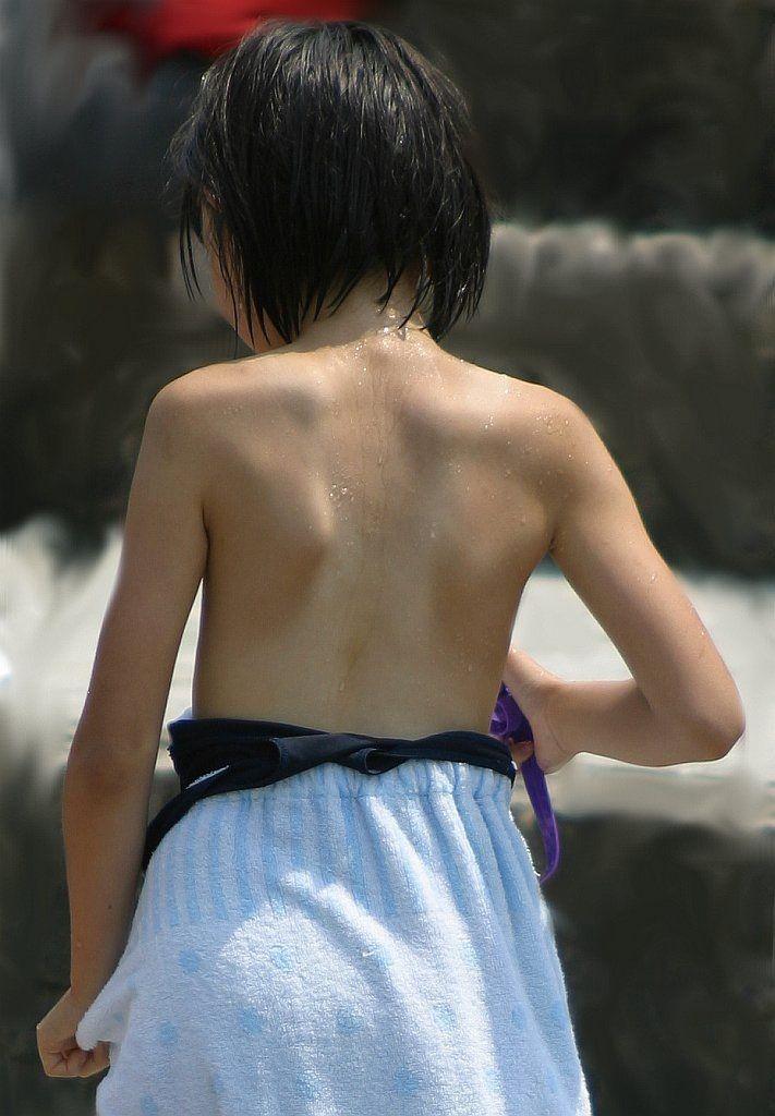 (近所に)パチ店員(が住んでるかもしれない少女)のパンチラ画像 [無断転載禁止]©2ch.net->画像>120枚