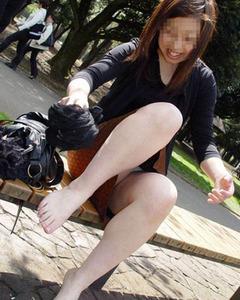 興奮するエロい美脚のエッチ画像130422_04