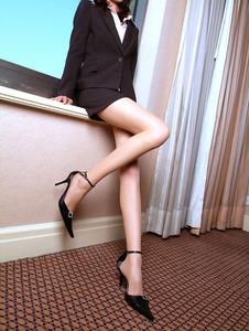 興奮するエロい美脚のエッチ画像130422_05