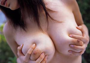Yuma_Asami_breasts