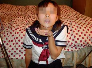 制服姿がエロい!女の子のエロ画像130425_02