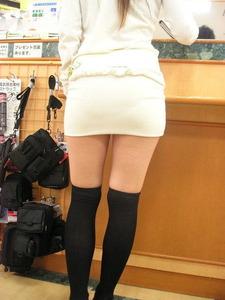 エッチな女の子の太もものエロ画像130501_03