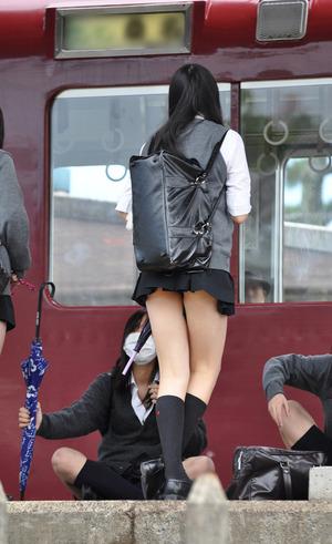 素人女子高生の生足盗撮画像