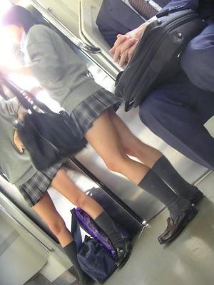 電車内JK盗撮エロ画像|快蜜エロ画像ルーム