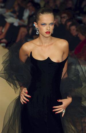 海外ファッションショー乳首ポロリ画像