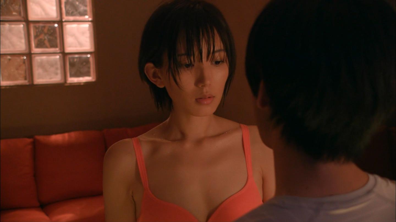 【エンタメ画像】元AKB48光宗薫ちゃんの濡れ場がエロすぎる☆服を脱衣させされ下着姿に☆