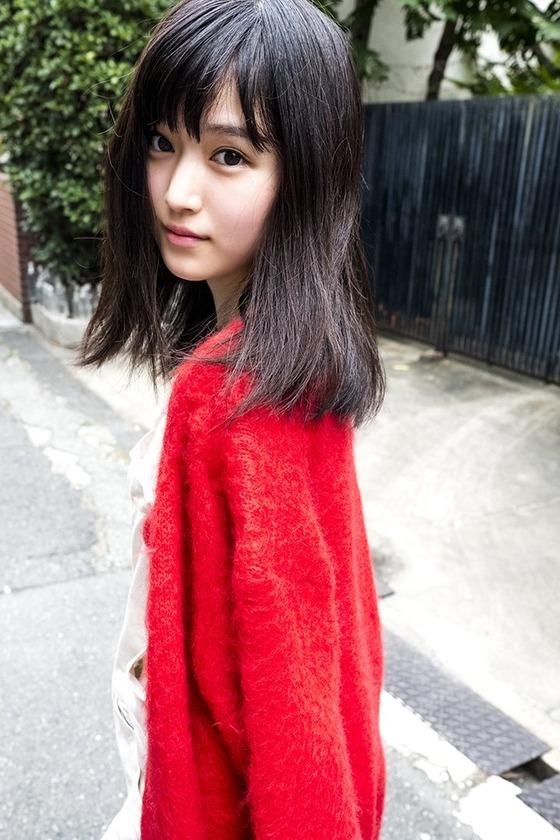 新人女優・福本莉子ちゃんが処女感あふれるファースト写真集を発売!エ●チな太ももを披露!