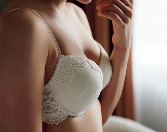 【エンタメ画像】1st写真集が売れまくってる入山杏奈ちゃんの最新下着姿が色っぽいすぎると話題に
