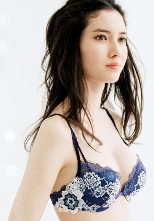 市川紗椰ちゃんが欠点が一つもない完璧な女性だと話題!お○ぱいもデカイし!水着画像19枚 GIF動画あり