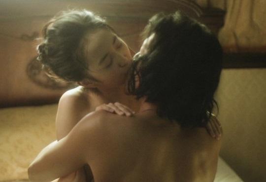 【エンタメ画像】人気声優・小宮有紗ちゃんの濡れ場がエロすぎると話題!!対面セックスで濃密なチュー!!