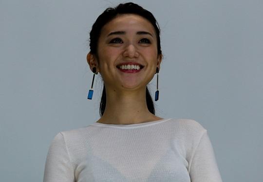 【エロ画像】大島優子ちゃんの黒ブラが色っぽいすぎて映画なんてどうでも良くない?