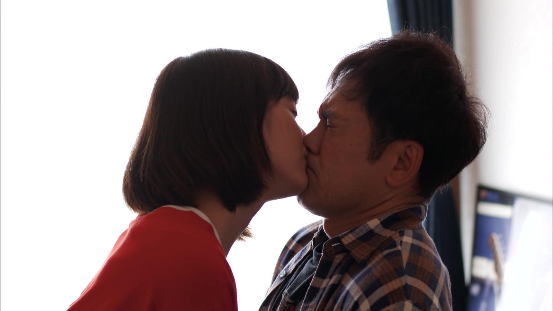 【エンタメ画像】本田翼ちゃんがくりぃむしちゅー有田哲平くんと濃密なベロチューシーンを演じ話題に。