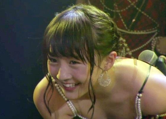 【エンタメ画像】NMB48山本彩加ちゃん(14)の無防備な胸の谷間が可愛すぎると話題★