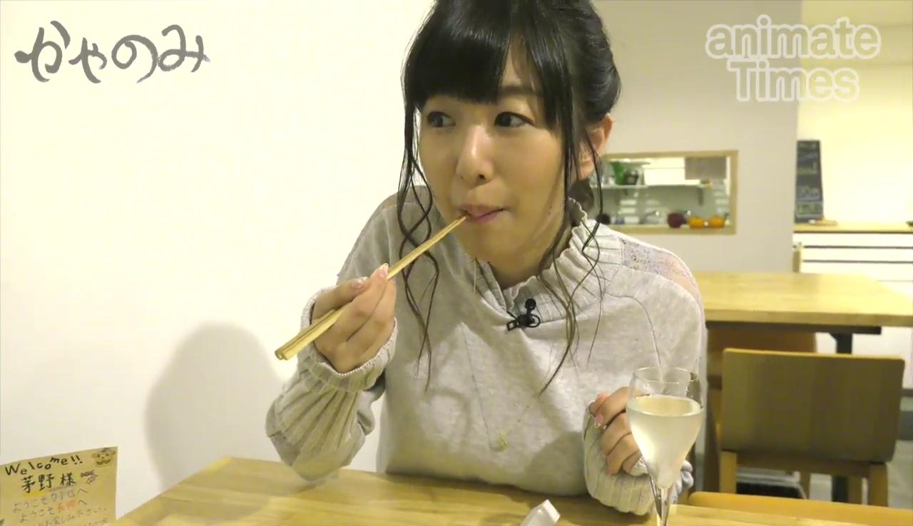 【エンタメ画像】声優の茅野愛衣ちゃんがテーブルにパイオツを乗っけててエロすぎると話題!