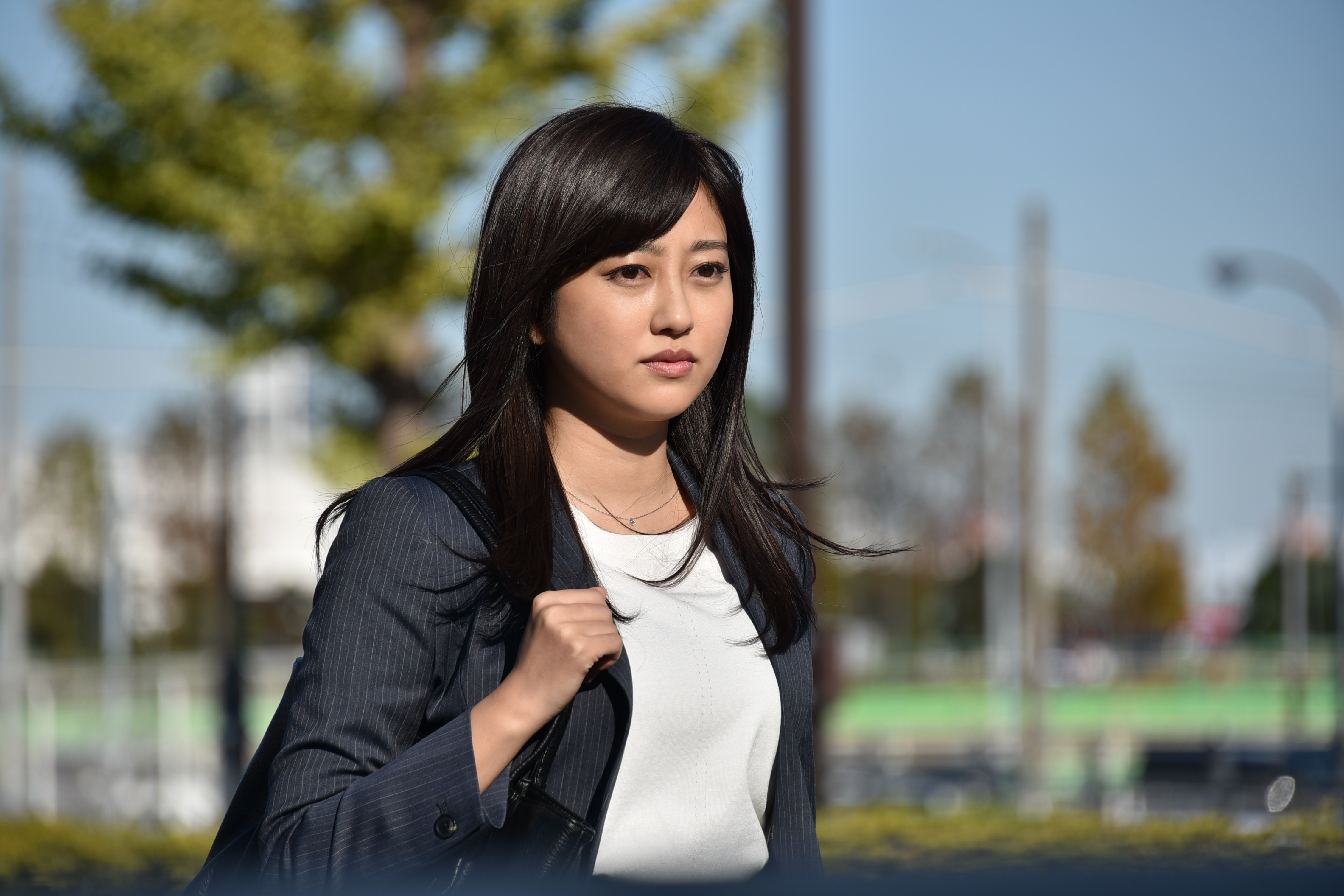 【エンタメ画像】菊地亜美ちゃんの黒ヘア姿が美しいすぎて初めてとしか思えないと話題に!!!