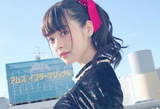 【エンタメ画像】パイデカ声優・上坂すみれちゃんがパイオツを手すりに乗っける★