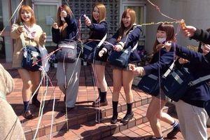 女子コーの文化祭がなんだかすげーエロいんだがwwwwコスプレもイキすぎてるwwww