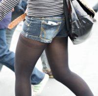 【パンスト エロ画像】素人さんでも脚を細く見せられる方法www