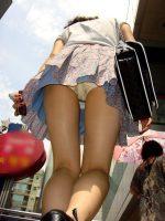 【ローアングル エロ画像】素人さんのスカートに顔を突っ込んだらこんな感じ!