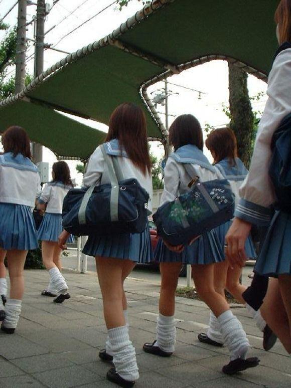 【JK エロ画像】漲る青春パワーがスカートを短くしていくwww | AvIdolAntenna