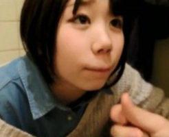 【無修正 JK ロリ動画】公衆便所で黒髪ショートヘアーの可愛い少女が彼氏に手マンされフェラチオでお口に出された精子をゴックン!