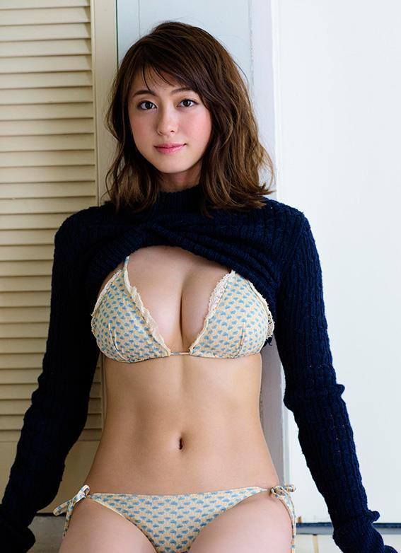 モデル大川藍がテレビで菊地亜美におっぱい揉まれまくってた件