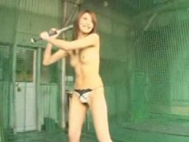 滝沢優奈がバッディングセンターでパンイチ打ちwが店員に見つかる