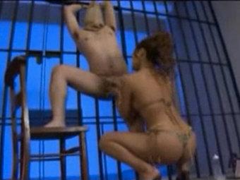 牢屋に閉じ込めたM男を性奴隷にして何度も強制射精させるドSギャル