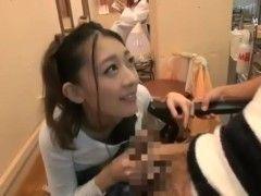 エロ美容師の香椎りあにカット中にテコキをしてもらい生ハメ