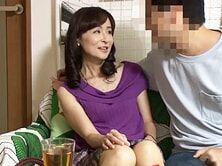 SNSで知り合った51歳の美熟女妻を必死に口説いてセックスしたった