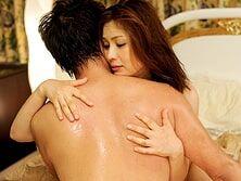 幸せな再婚を果たし濃厚に絡み合い愛し合う四十路妻 松嶋友里恵