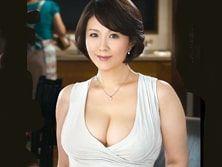 母の友人の四十路妻にナース服を着させ、おっぱいを舐めてハメてしまう息子 円城ひとみ